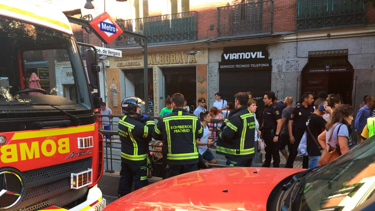 Doce personas atendidas tras incendiarse un portátil en la línea 9 de metro