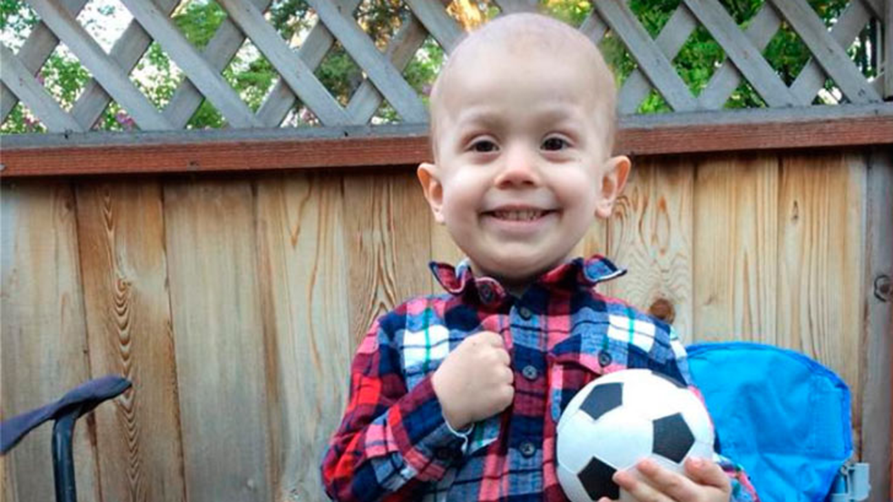 Una ciudad adelanta la Navidad para Brody, el pequeño con cáncer terminal