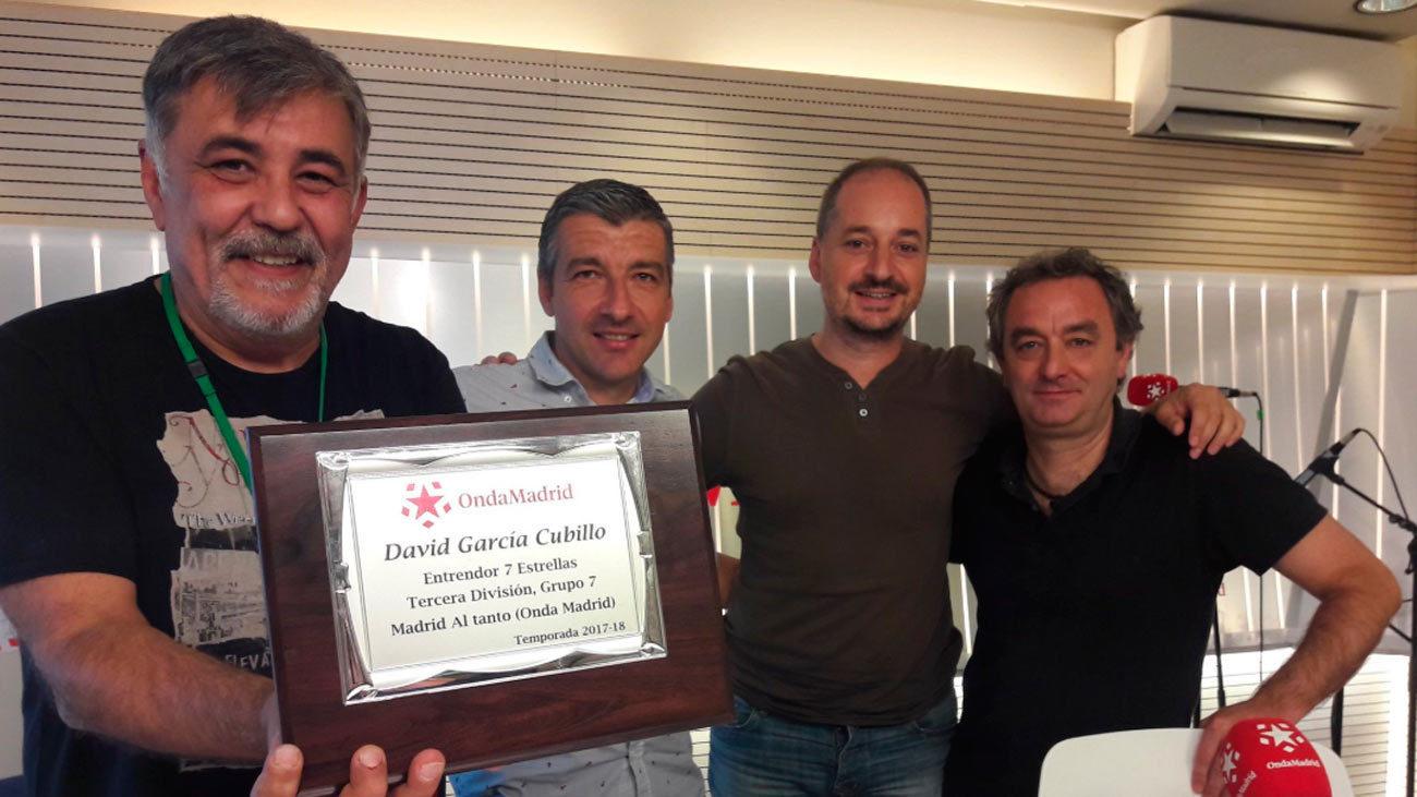Cubillo recibe el premio al mejor entrador de Tercera de Madrid al Tanto