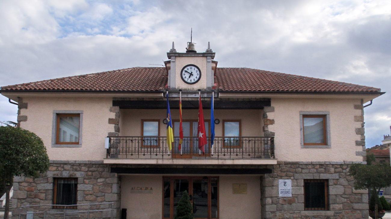 Fachada del ayuntamiento de Torrelodones. Archivo EFE