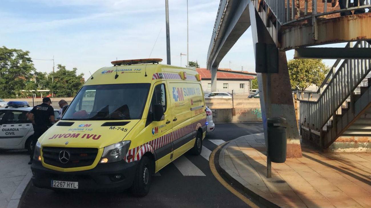 Un niño de 4 años, herido tras caer de una pasarela de 2,5 metros de altura