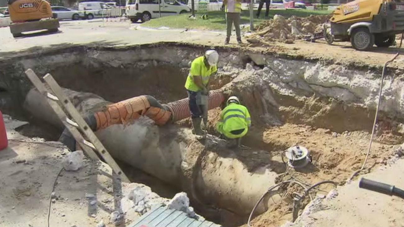 El socavón de Arturo Soria complicará el tráfico en hora punta este lunes