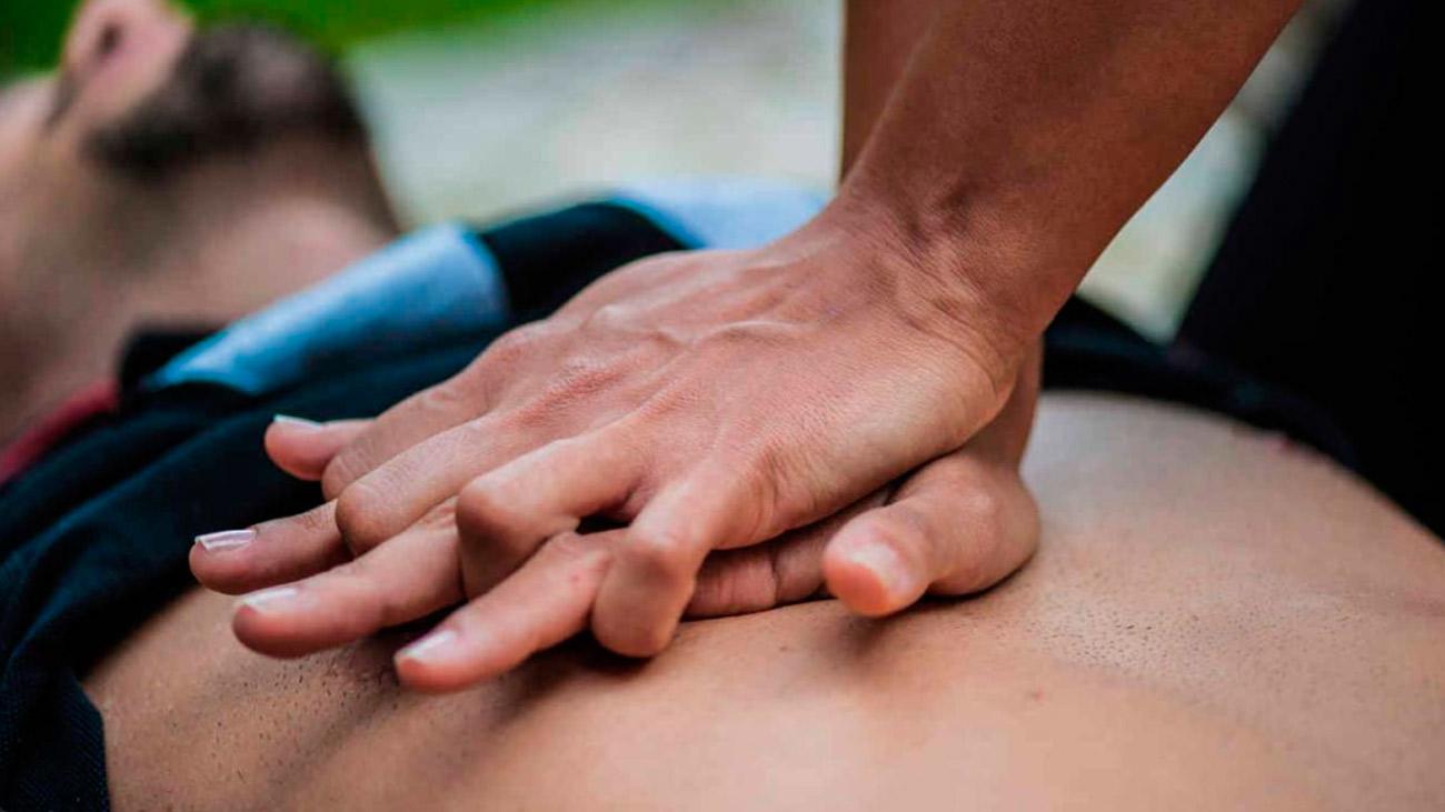 ¿Cómo se realiza un masaje RCP?