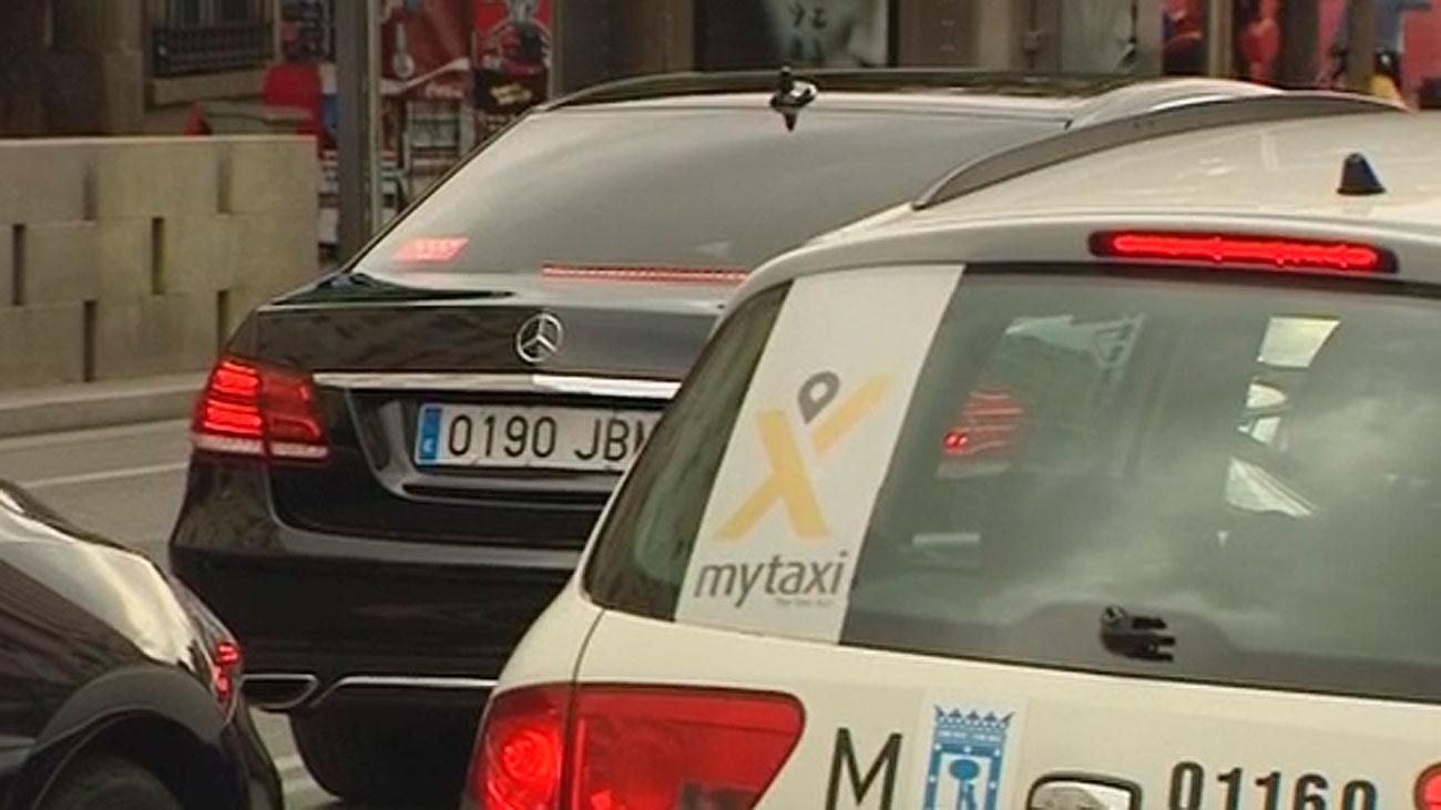 Nueva jornada de tensión entre los taxis y los VTC a la espera del decreto