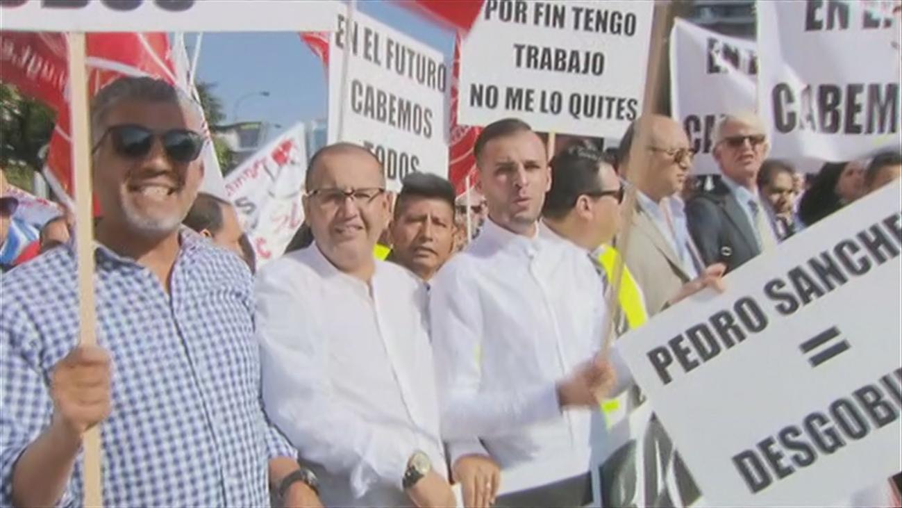 Conductores de Uber y Cabify colapsan la Castellana