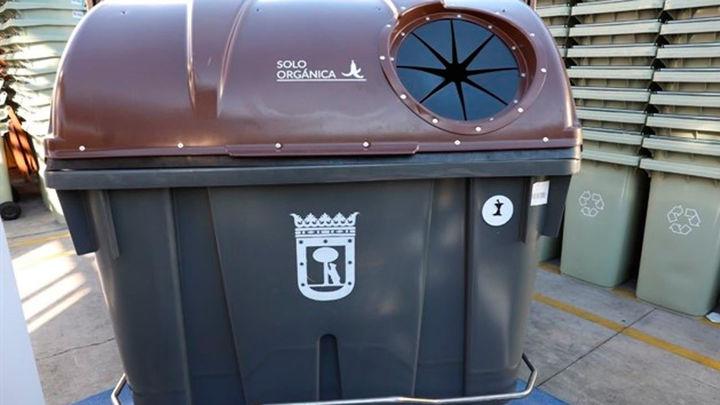 El cubo para la recogida de restos orgánicos llega a cuatro distritos de la capital