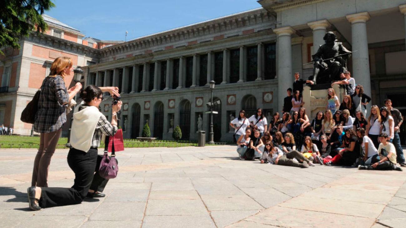 Más turistas en Madrid, pero gastan menos