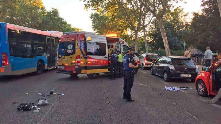 Un hombre muy grave tras ser atropellado en la calle Alcalá al intentar recuperar a su perro