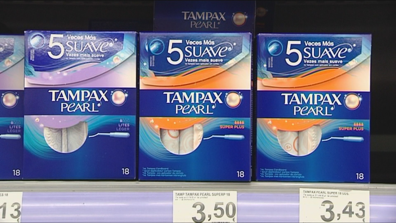 Montero anuncia la posible bajada del IVA para productos de higiene femenina