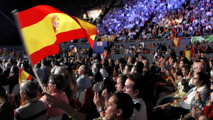 """Vox llena Vistalegre con la """"España viva"""" de la """"resistencia"""""""