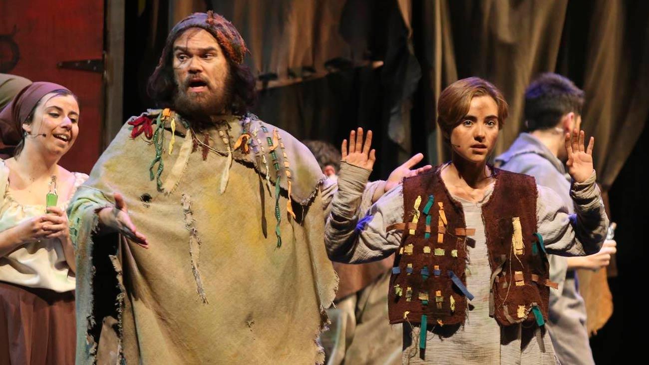 """""""El Médico"""", el best seller que sale a escena en el Teatro Nuevo Apolo"""
