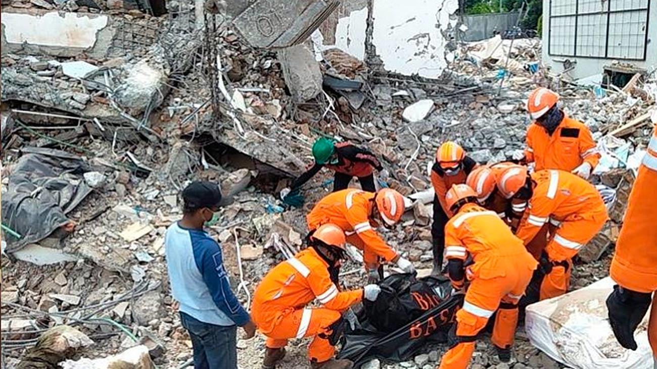 Regresan los 10 bomberos españoles de Indonesia