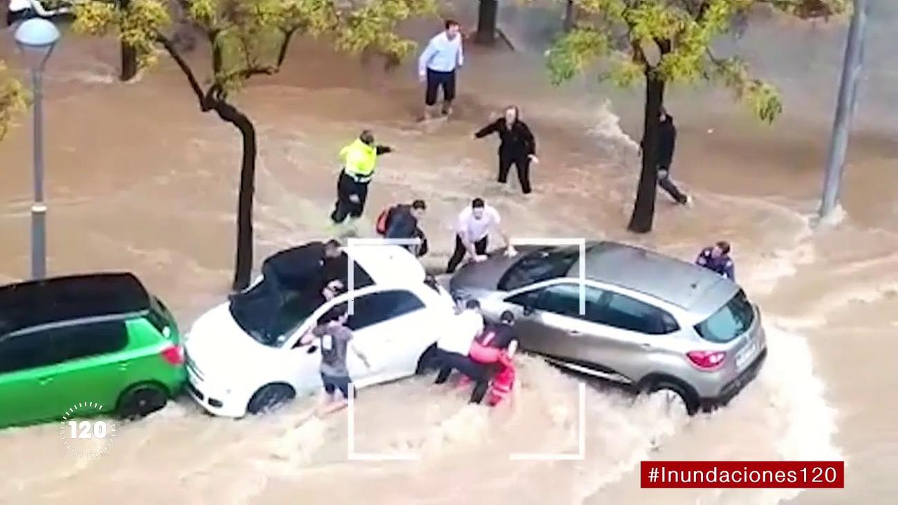 Atrapadas en la riada: así fue el angustioso rescate de dos mujeres en Tarragona