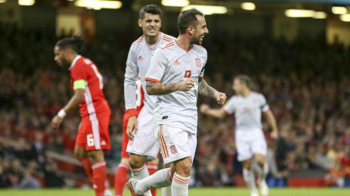 España golea a Gales (1-4) y el Madrid vapulea al Darussafaka (109-93)