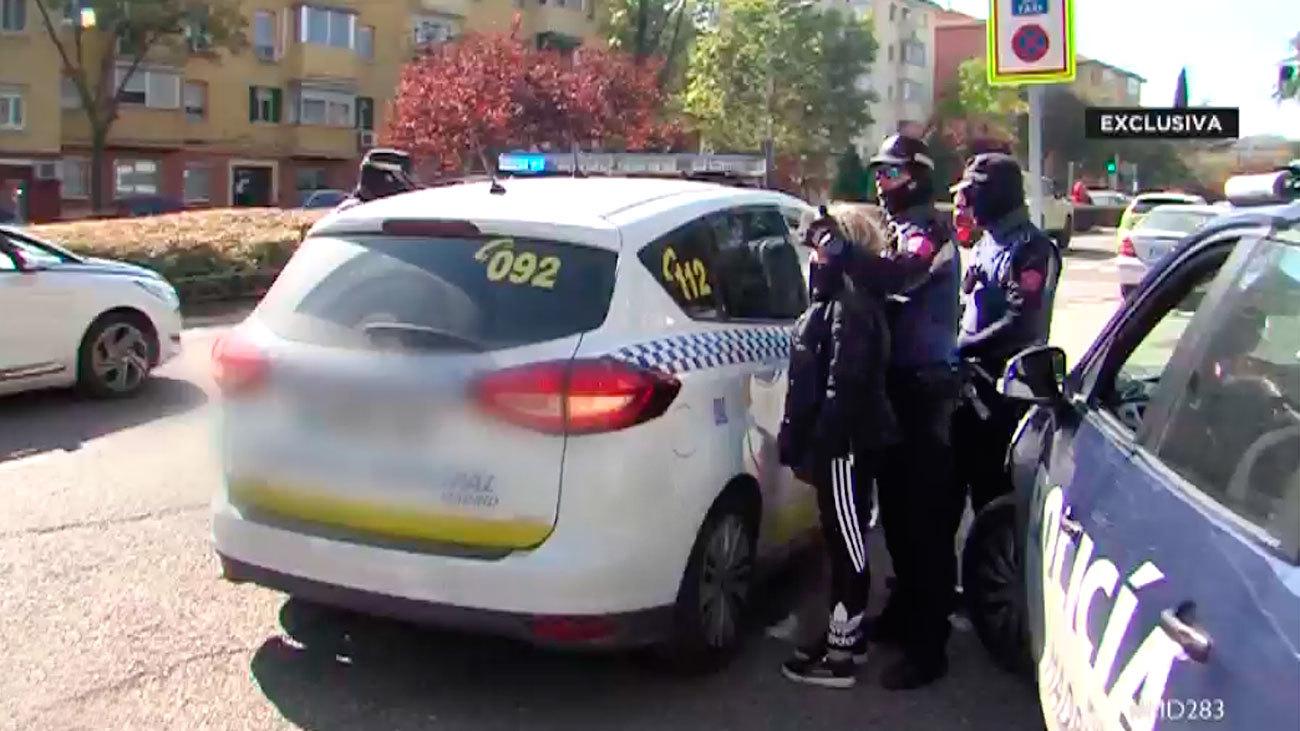 Una redada antidroga en Hortaleza se salda con tres policías heridos y seis detenidos