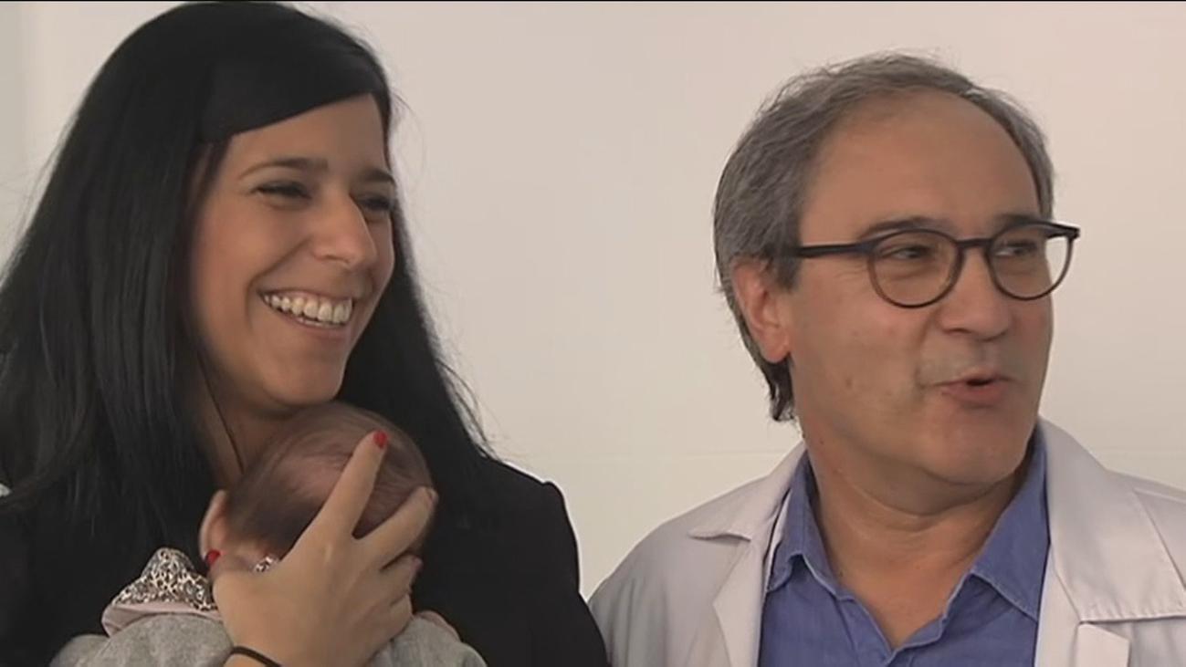 Ginecólogos del Hospital Clínic de Barcelona logran el embarazo en una mujer menopáusica precoz con sus óvulos