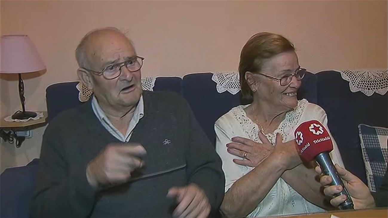 Un matrimonio de sordos recupera su piso tras ser engañados por su hijo