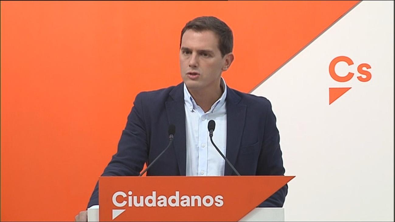 """Rivera carga contra Sánchez por """"condenar"""" la democracia y no la violencia"""