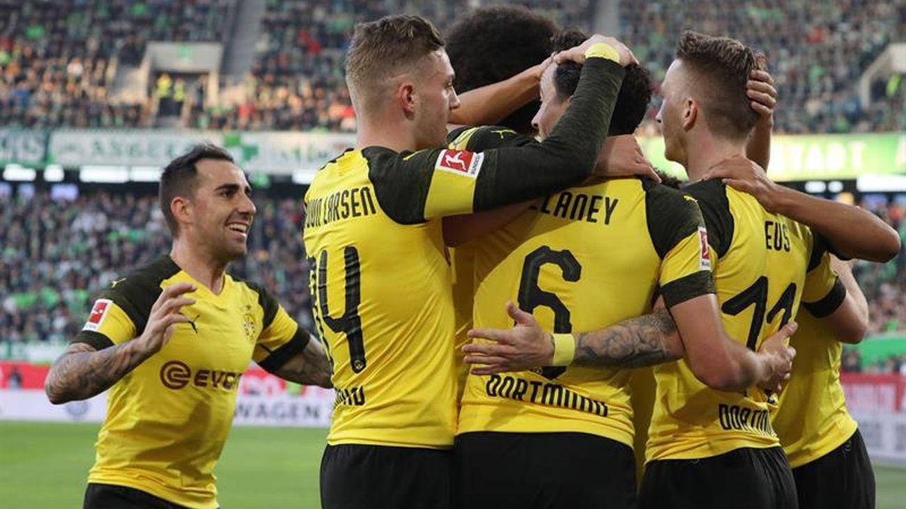 Jugadores del Borussia Dortmund festejan un gol