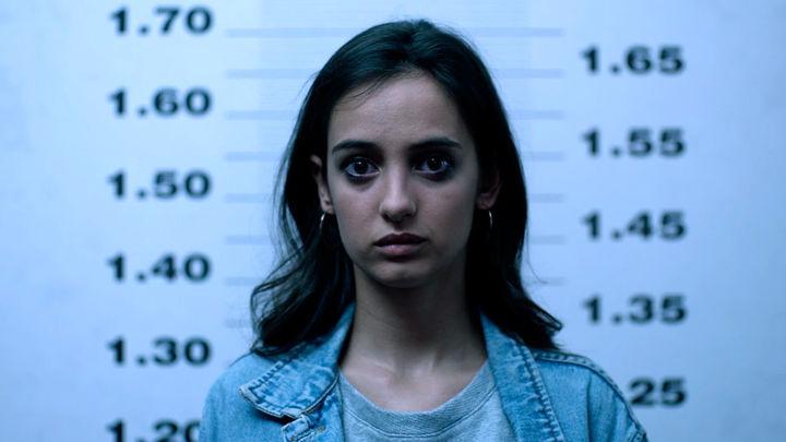 Edurne es detenida y fichada por la policía. Es cómplice de encubrimiento a un terrorista