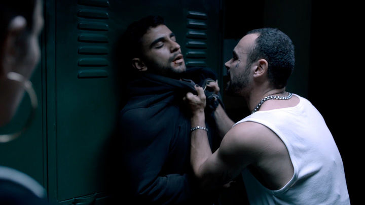 Omar recibe una paliza tras robarle el móvil a una chica