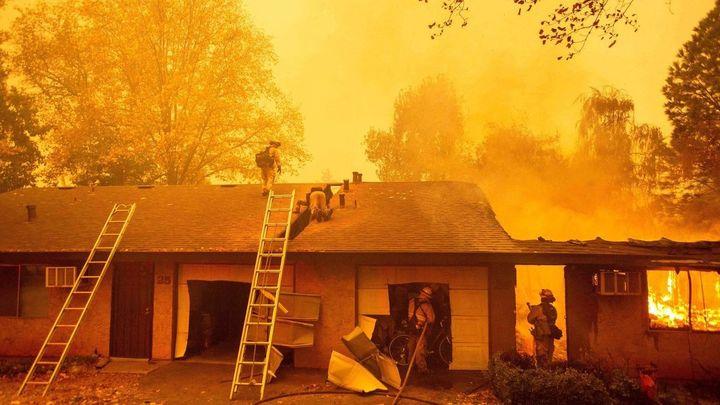 Los gigantescos incendios de California siguen creciendo