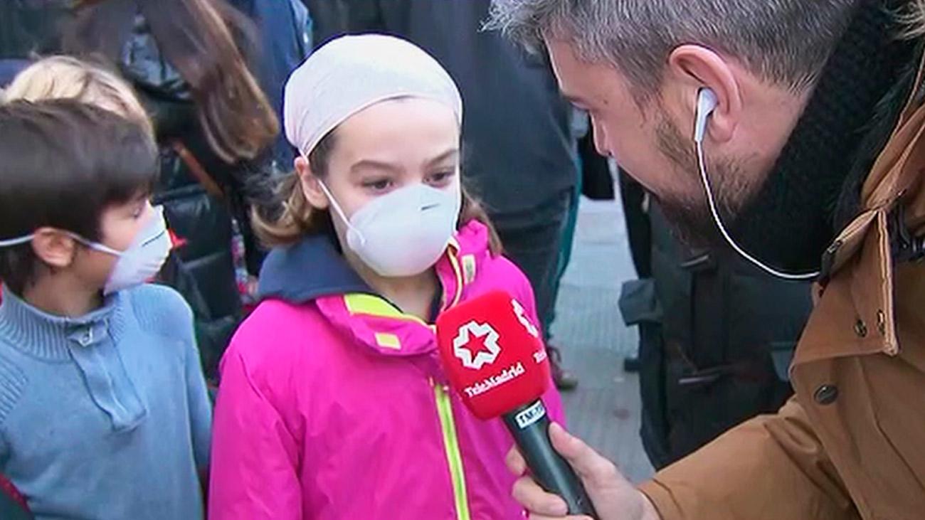 Alumnos de varios colegios acuden con mascarillas para apoyar Madrid Central