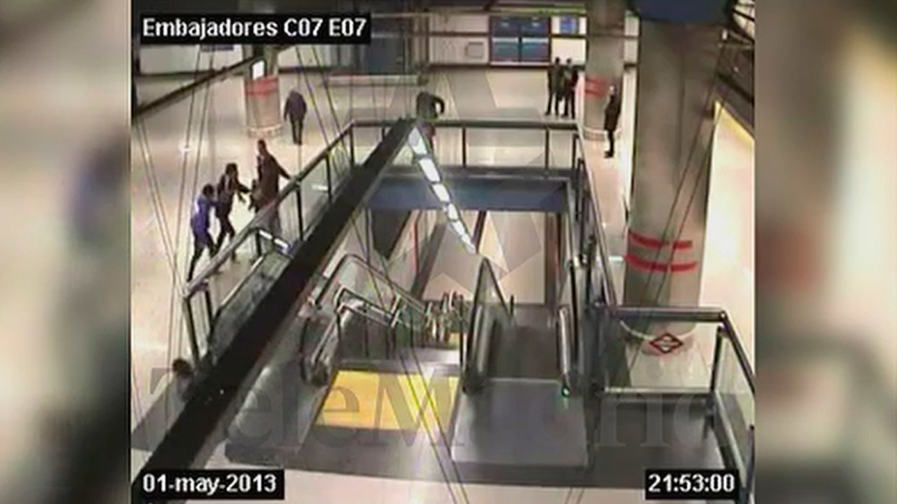 Nuevas imágenes de una pelea entre bandas latinas en el metro de Embajadores