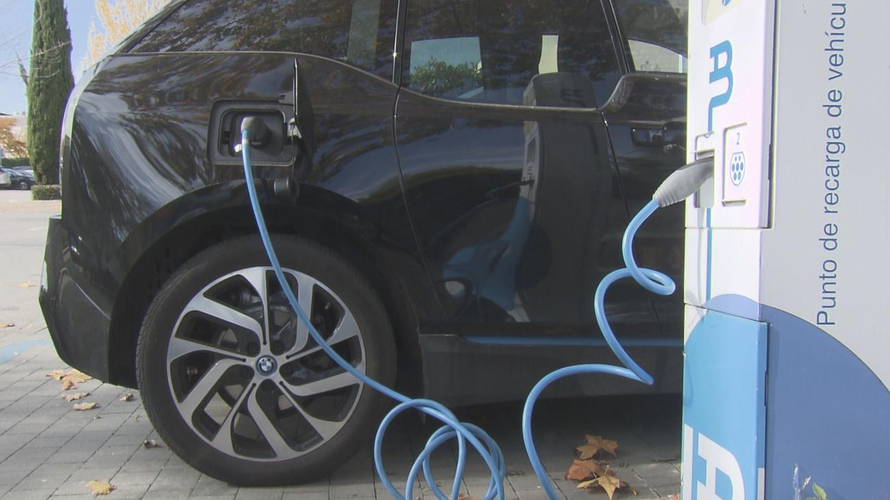 Las 1.300 gasolineras con mayor cuota en su área deberán instalar puntos de recarga eléctrica