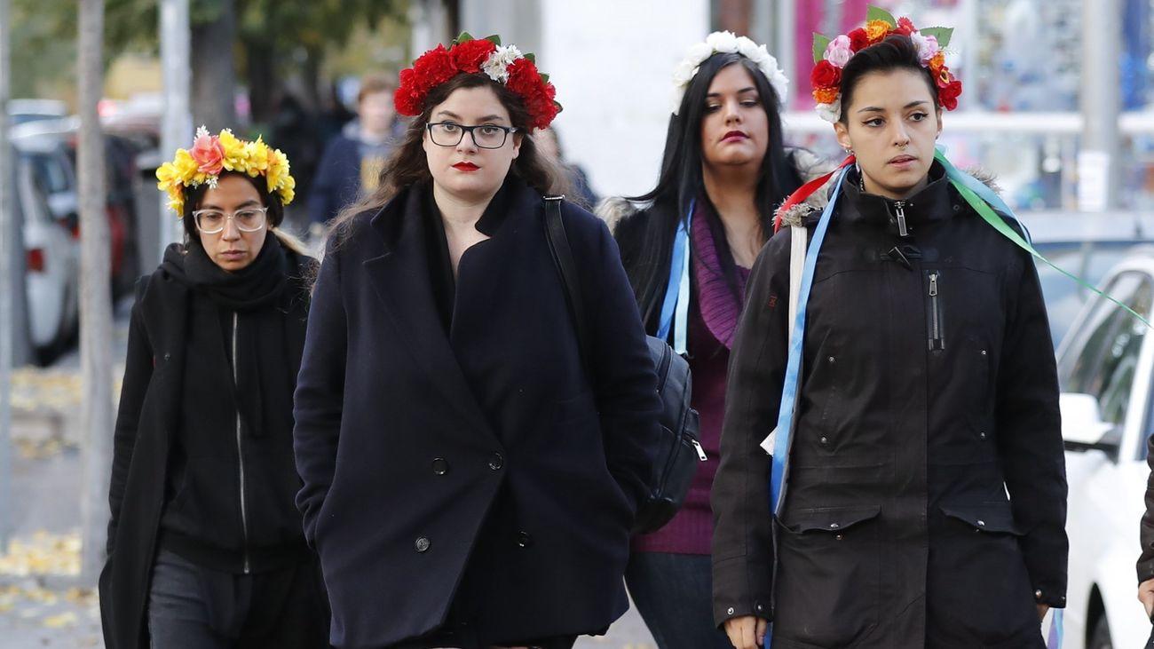 """Las activistas de Femen que se encadenaron en la Almudena """"no pretendieron ofender"""""""