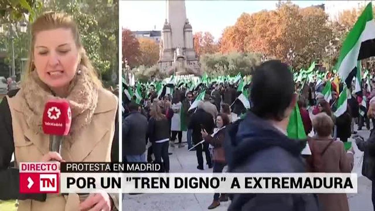 Miles de extremeños reclaman en Madrid un tren digno