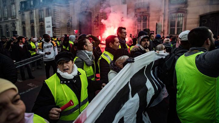 El Gobierno francés aumenta a 409 los heridos por las protestas del carburante