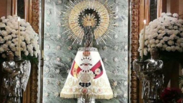 "El ""error lamentable"" del manto de la Falange sobre la Virgen del Pilar"