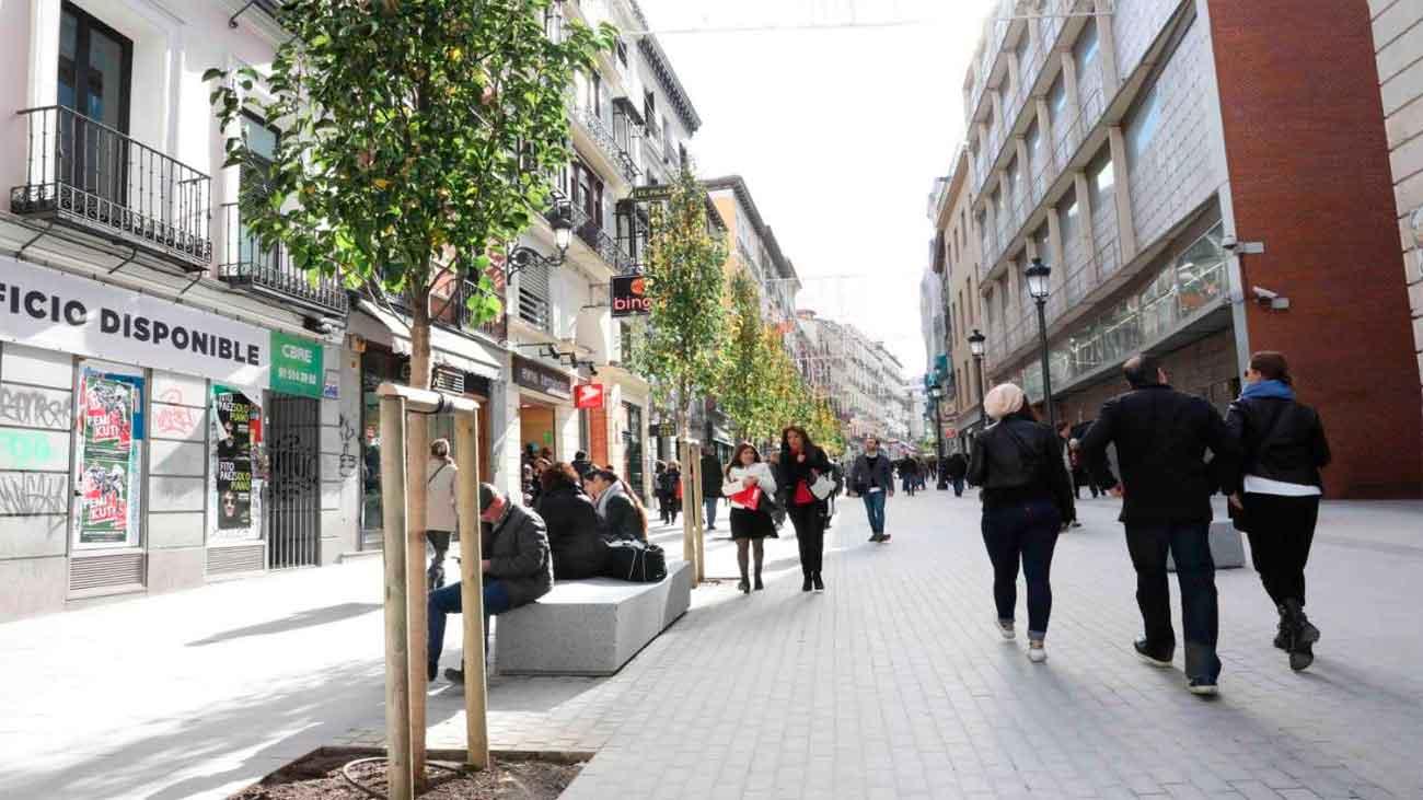 La calle Carretas se estrena peatonalizada tras 7 meses de obras