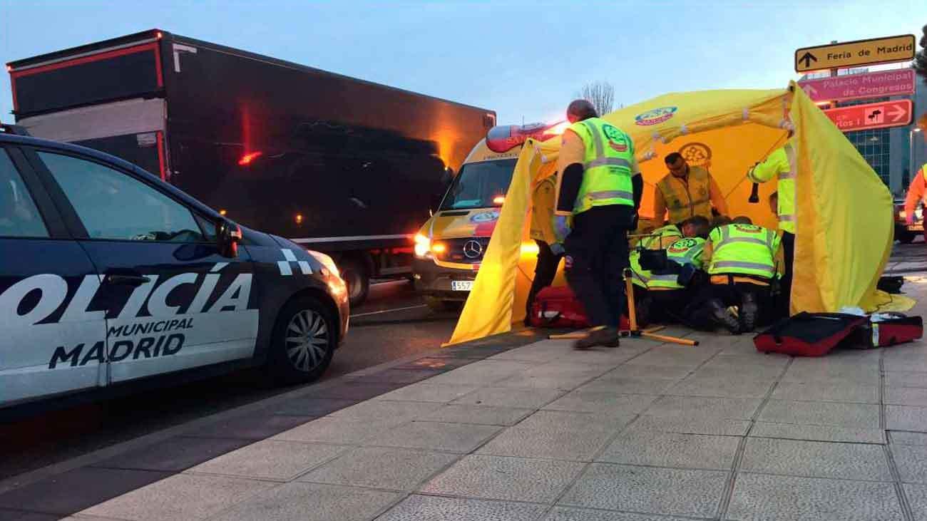 Un hombre de 60 años muere atropellado en un paso de peatones junto a Ifema