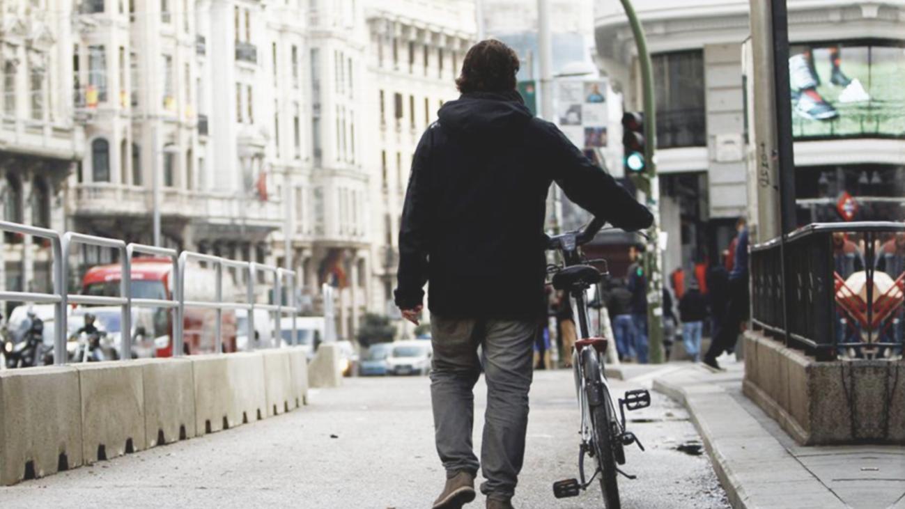 Reinventa el negocio de las bicicletas con su taller sobre ruedas