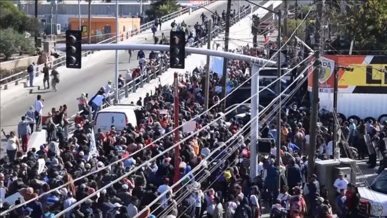 EE UU cierra la frontera en San Diego tras el intento de asalto de migrantes