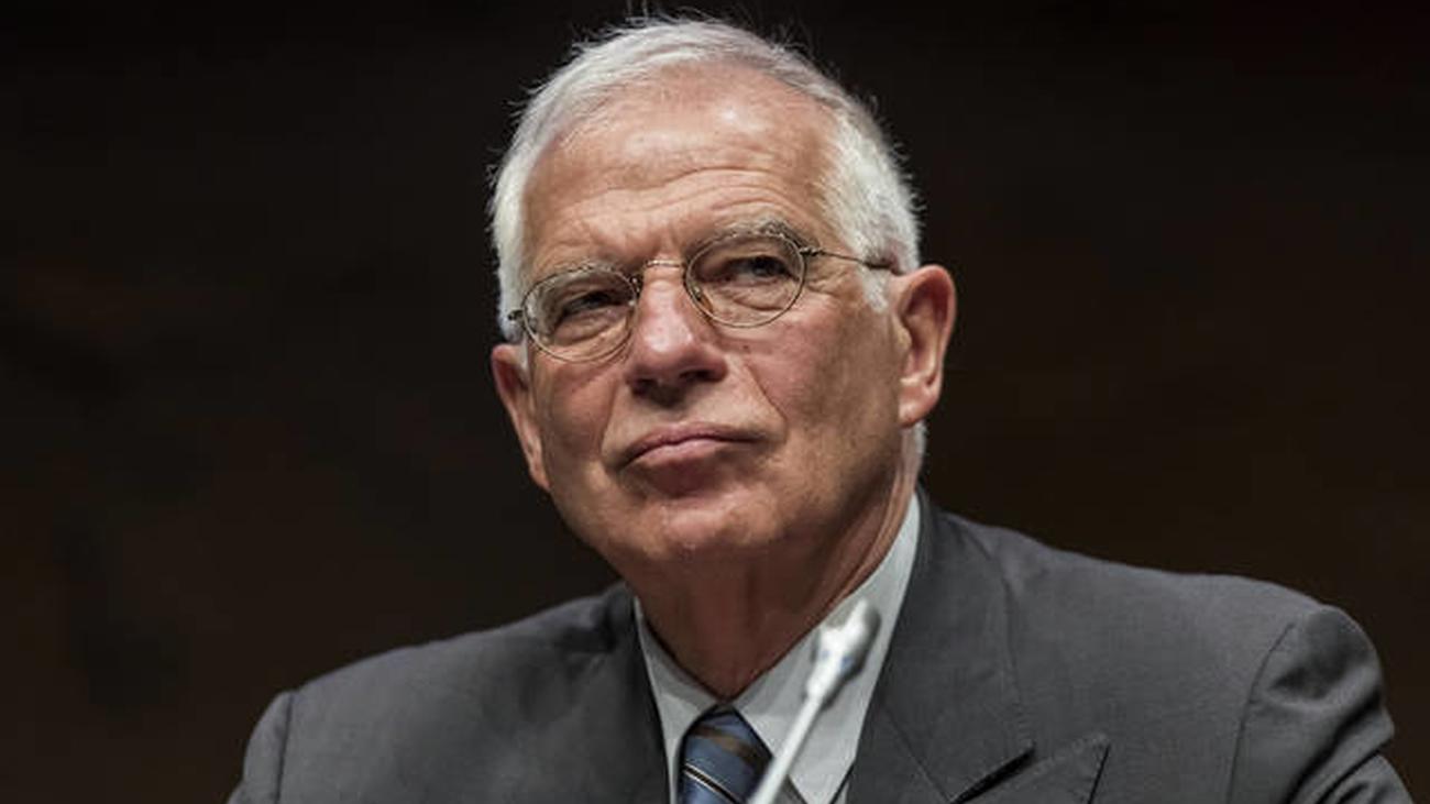 La oposición pide la dimisión de Borrell por la multa de la CNMV