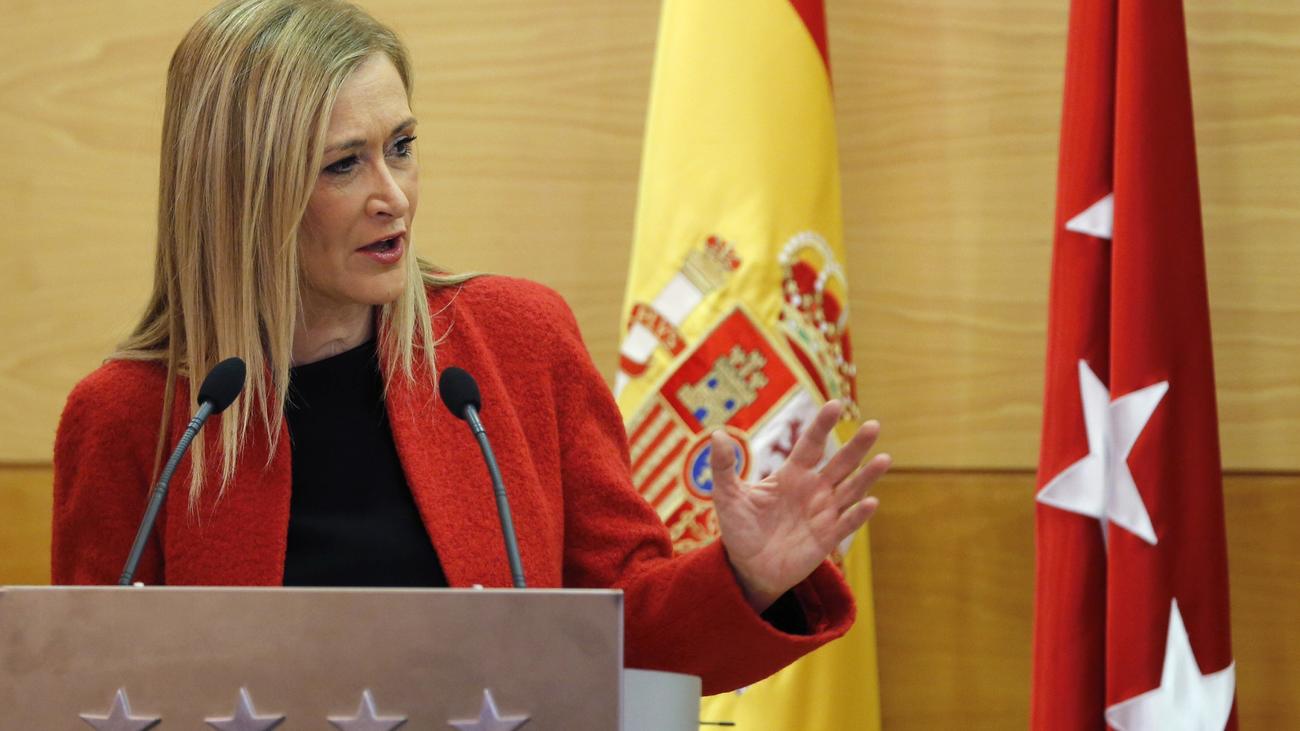 La jueza del 'caso Máster' procesa a Cristina Cifuentes por falsedad documental
