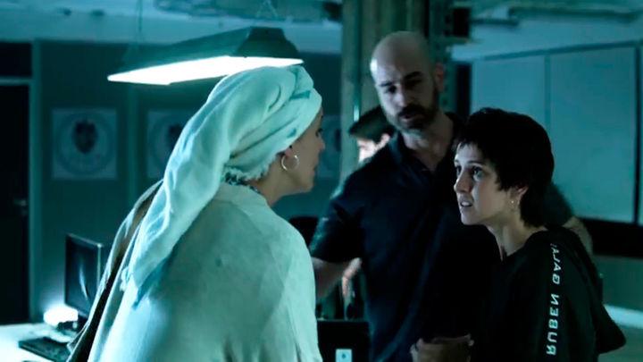 Edurne y Adila se encuentran en comisaría