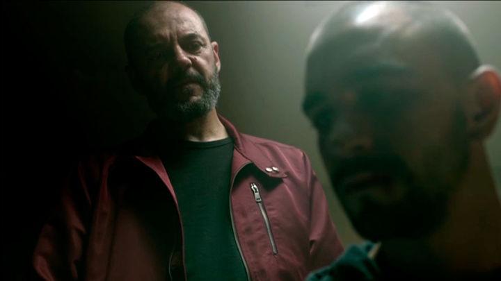 Gorostiza chantajea a Omar para que se autoinculpe amenazando con matar a su familia