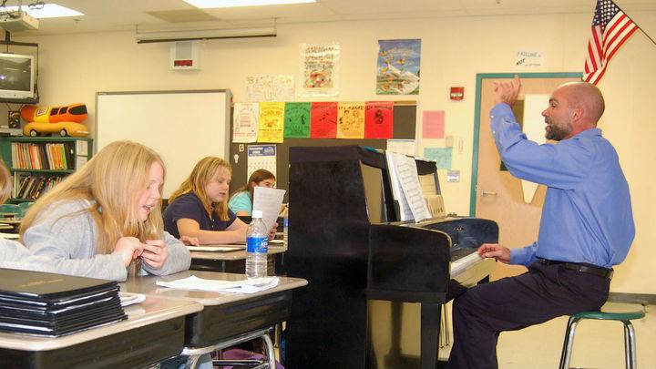 Convocatoria de empleo para 590 profesores en Reino Unido, Canadá y Estados Unidos