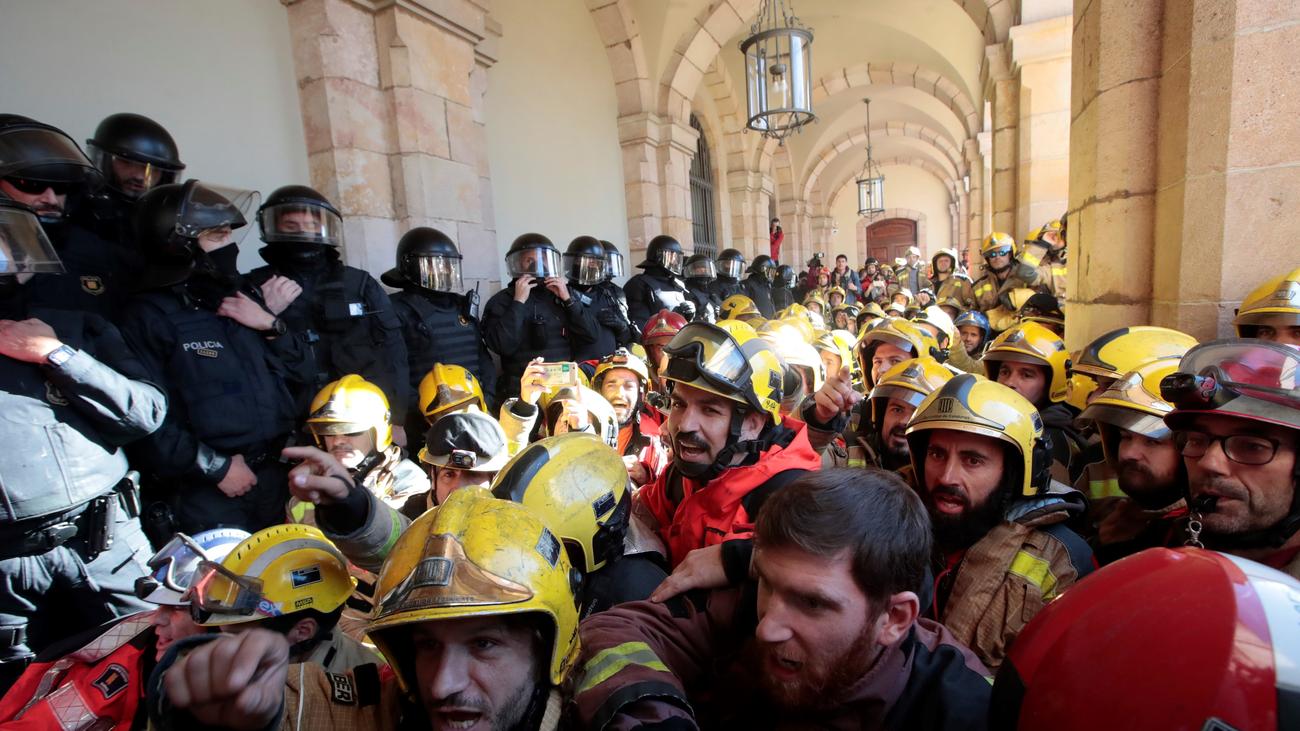 Tensión en el Parlamento Catalán en el tercer día de huelgas y manifestaciones