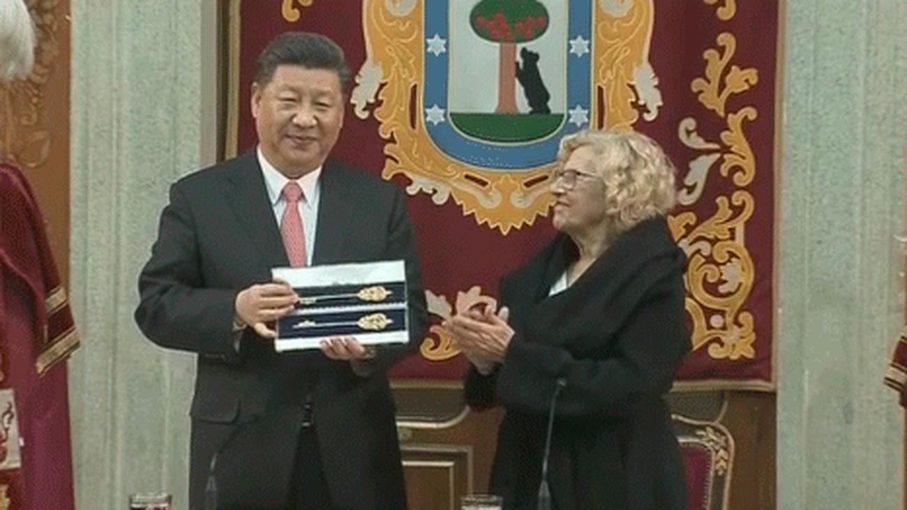 Xi Jinping  recibe las llaves de la ciudad de Madrid de manos de Carmena