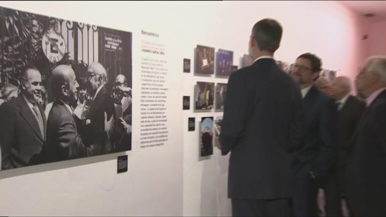 El rey subraya el papel de Juan Carlos I en estos 40 años de democracia