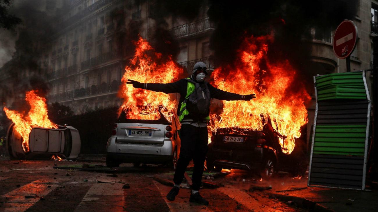 La violencia transforma la protesta contra el alza de impuestos en revuelta
