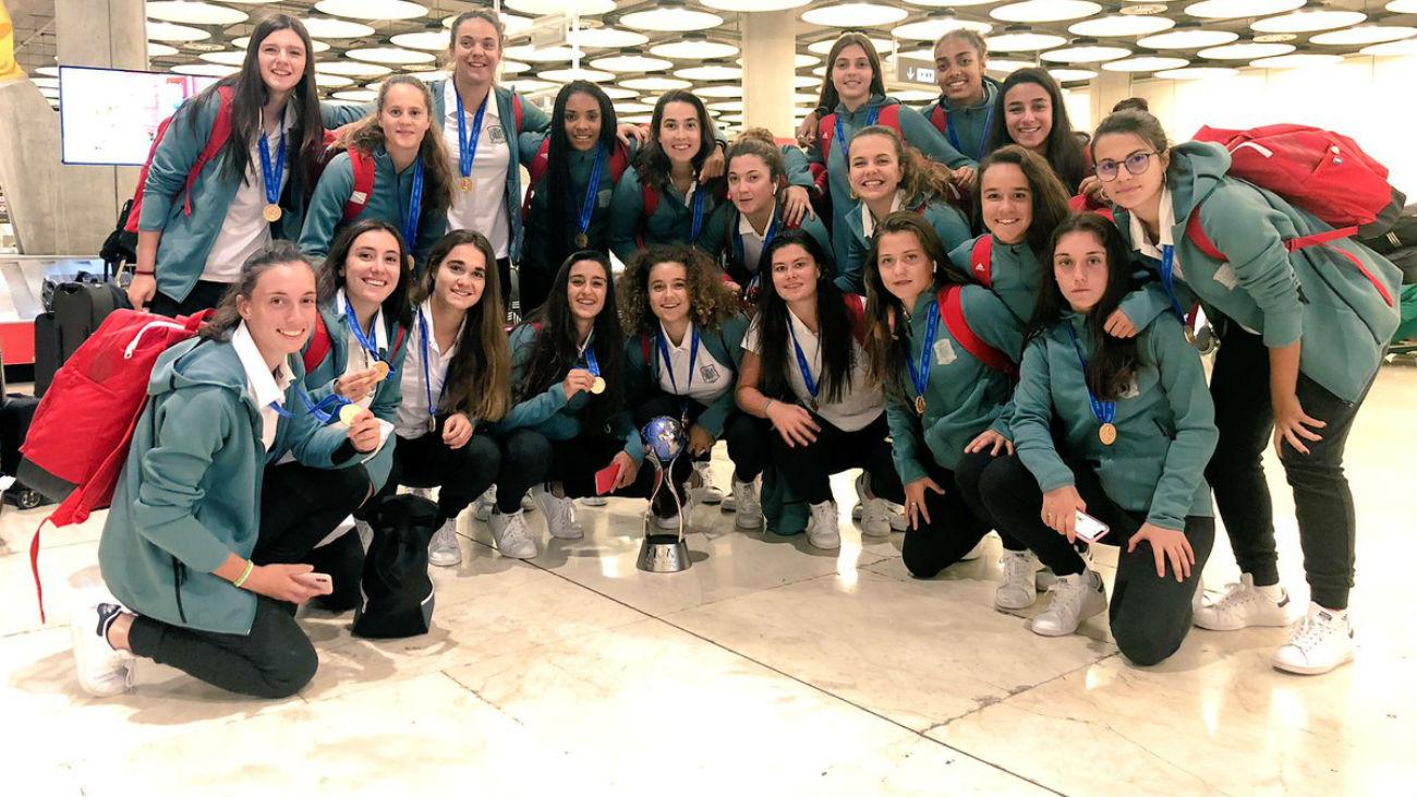 Homenaje a las campeonas del mundo sub'17