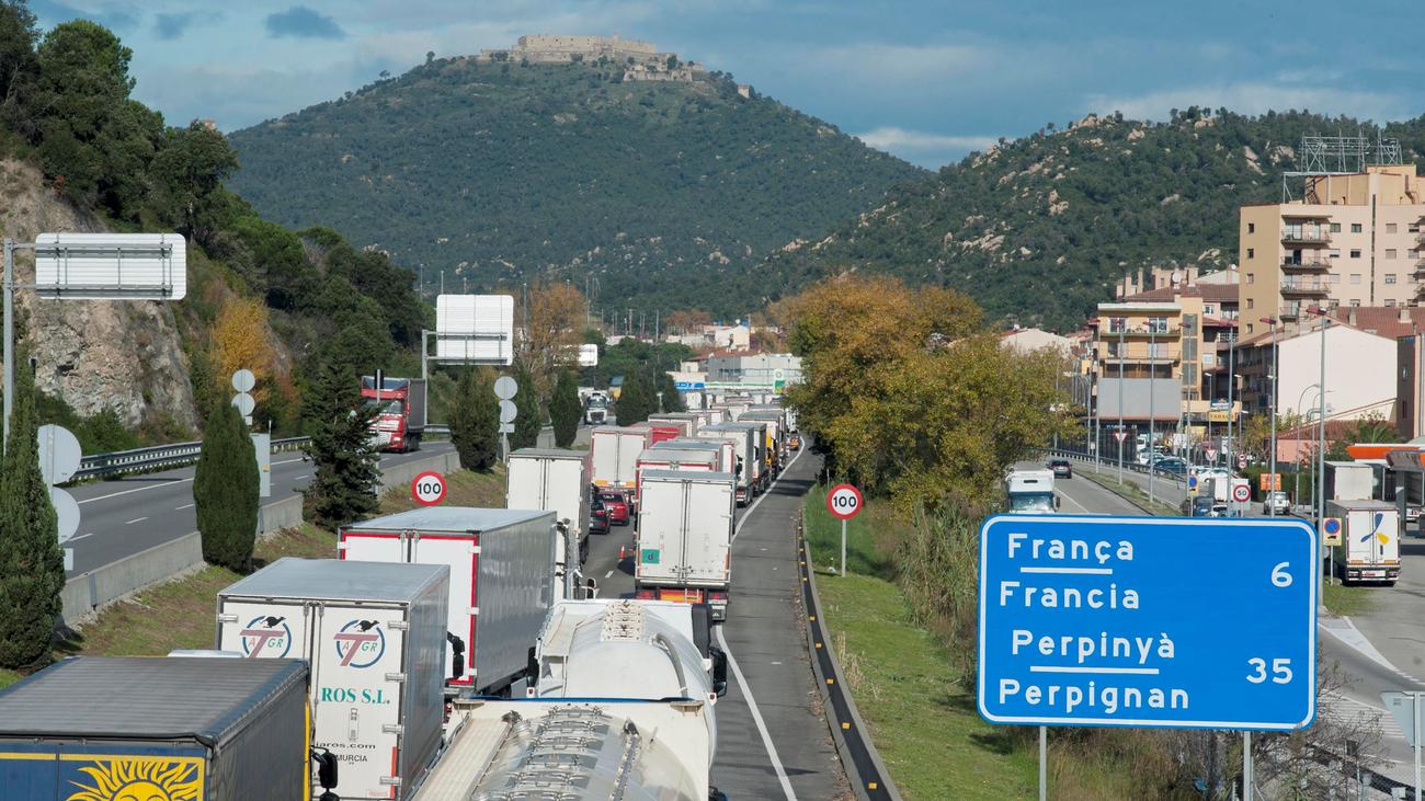 Transportistas franceses anuncian pérdidas de 400 millones de euros por los 'chalecos amarillos'