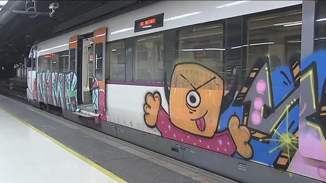 Renfe sortea viajes a quienes encuentren un tren de Cercanías en Cataluña sin pintadas