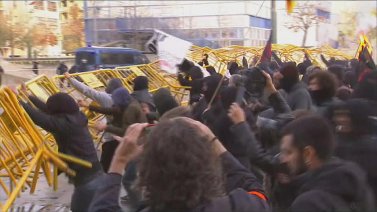 """La oposición carga contra Torra por """"criminalizar"""" a los Mossos y pedir ceses"""